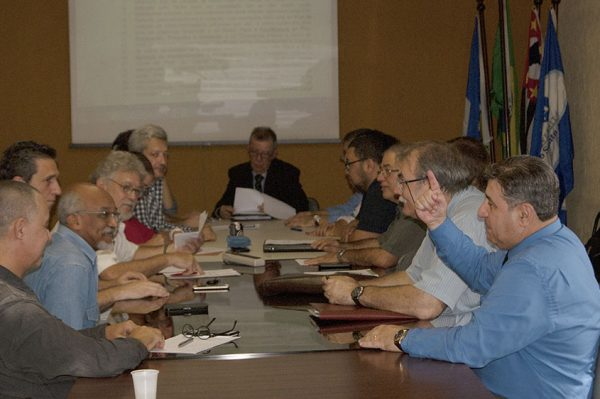 Conselho Universitário empossa nova Reitoria